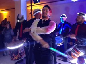 techno samba techno fervo show escola de samba mistura de musica eletronica e bateria de escola de samba